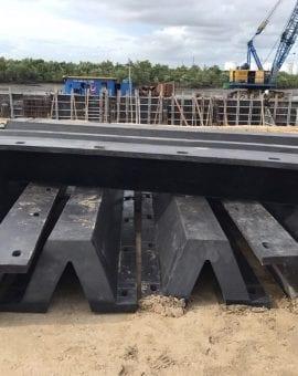 Cao su cầu cảng