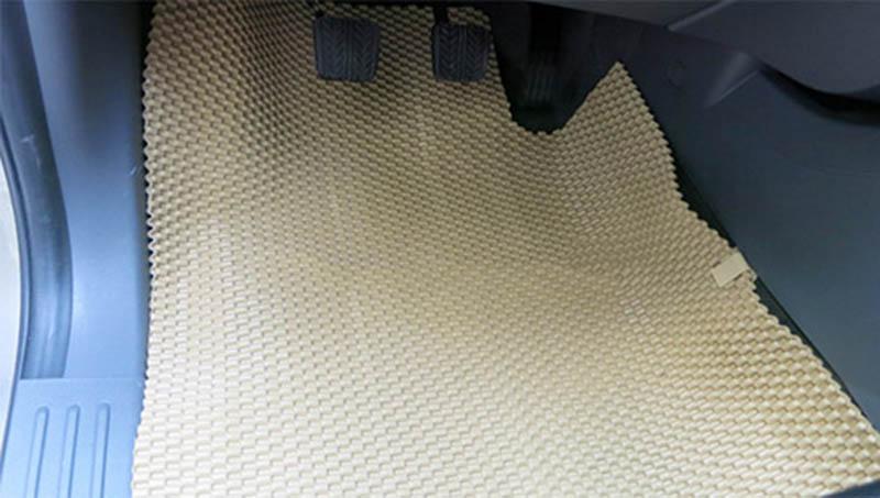 Có nên sử dụng thảm lót sàn ô tô bằng cao su không? 4